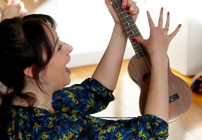 gm-ukulele-w-baby-training