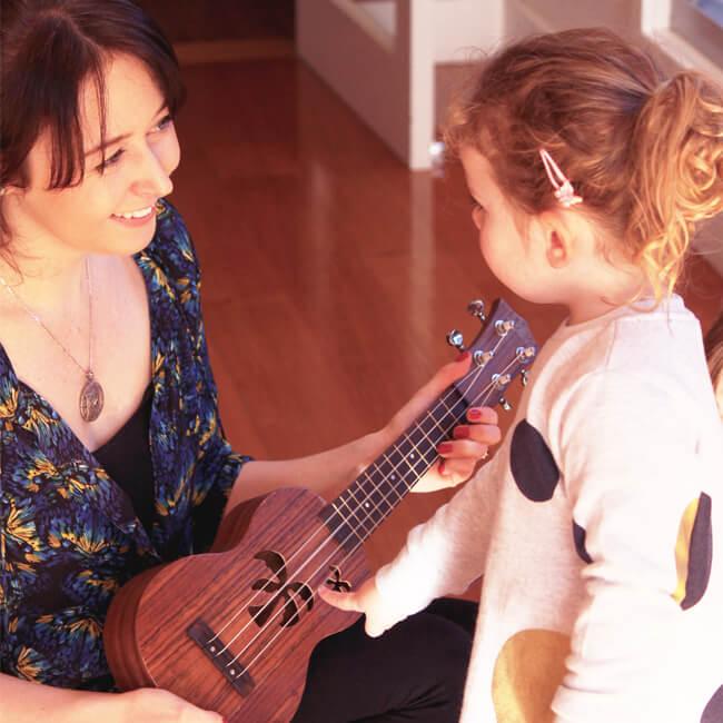 louise-teaching-ukulele 2